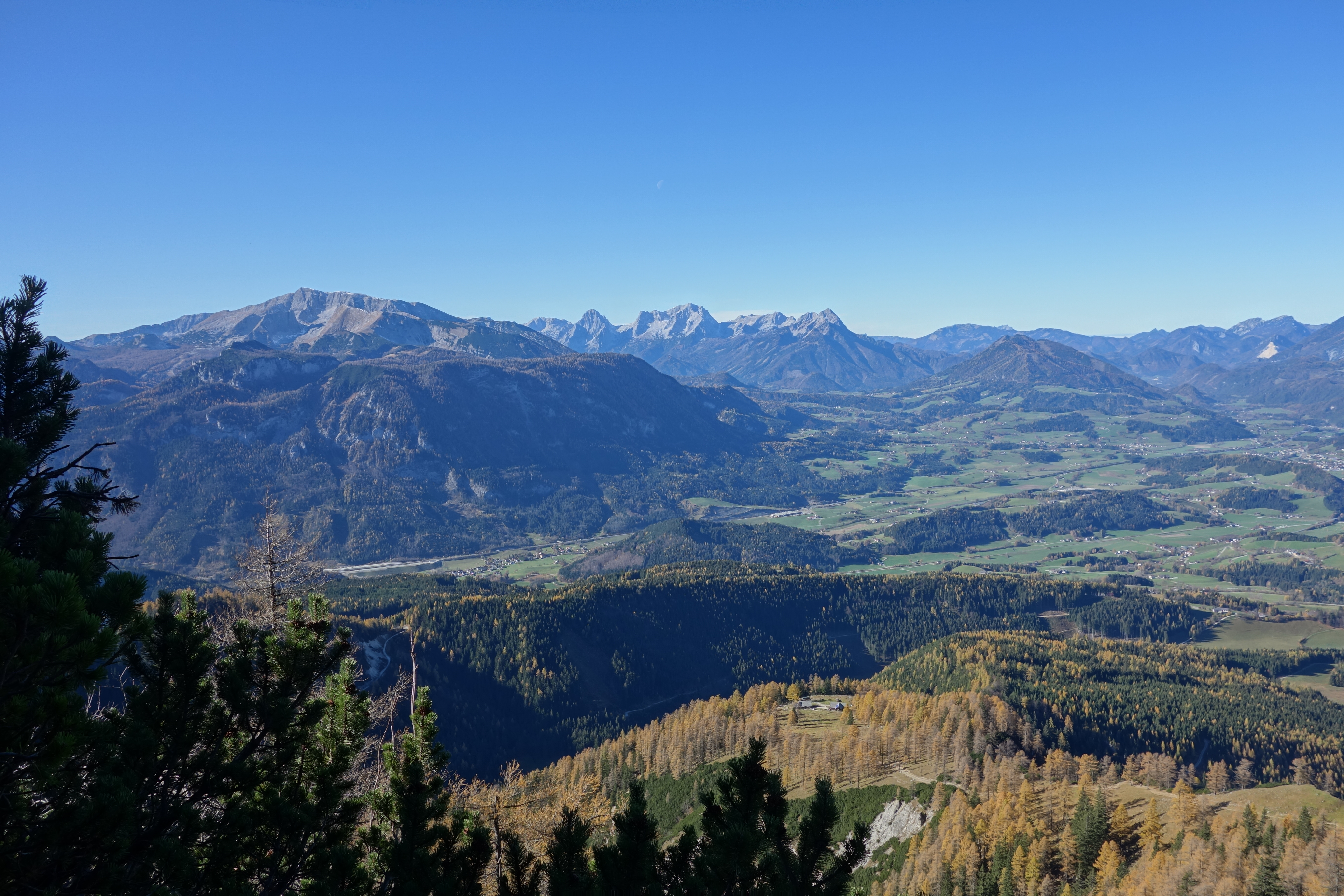 Blick auf Warscheneck (links) und das Stodertal
